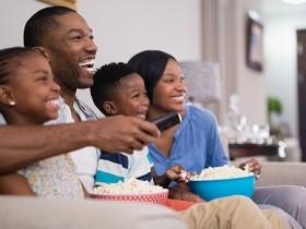 美国家庭到底哪来的时间每天看8小时电视?