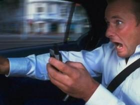 """注意!重庆布下""""天罗地网""""对开车接打、玩耍手机展开最严整治"""