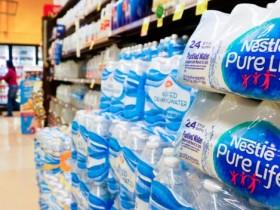 塑料瓶装水在美国机场被禁售:有致癌风险?